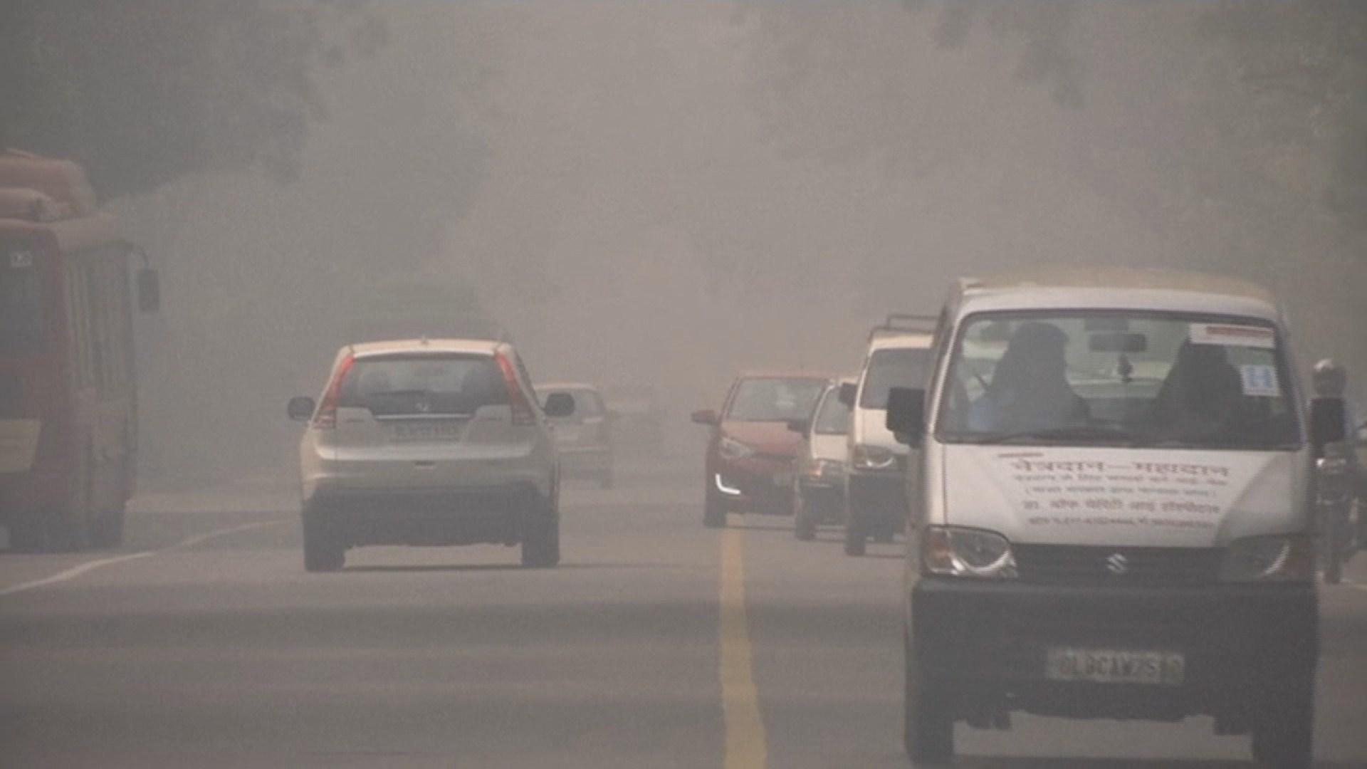 인도 뉴델리, '최악 겨울 스모그' 대책 가동