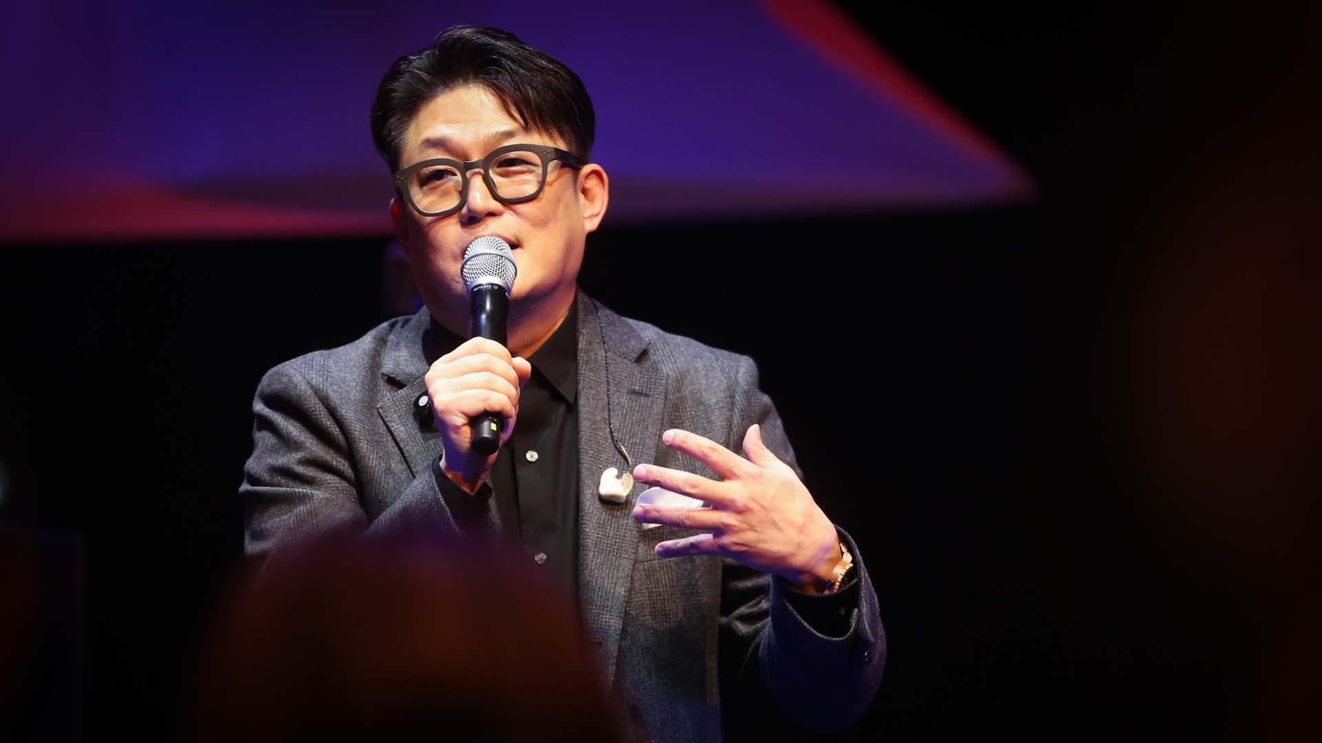 '시티팝 장인' 김현철, 13년만의 컴백