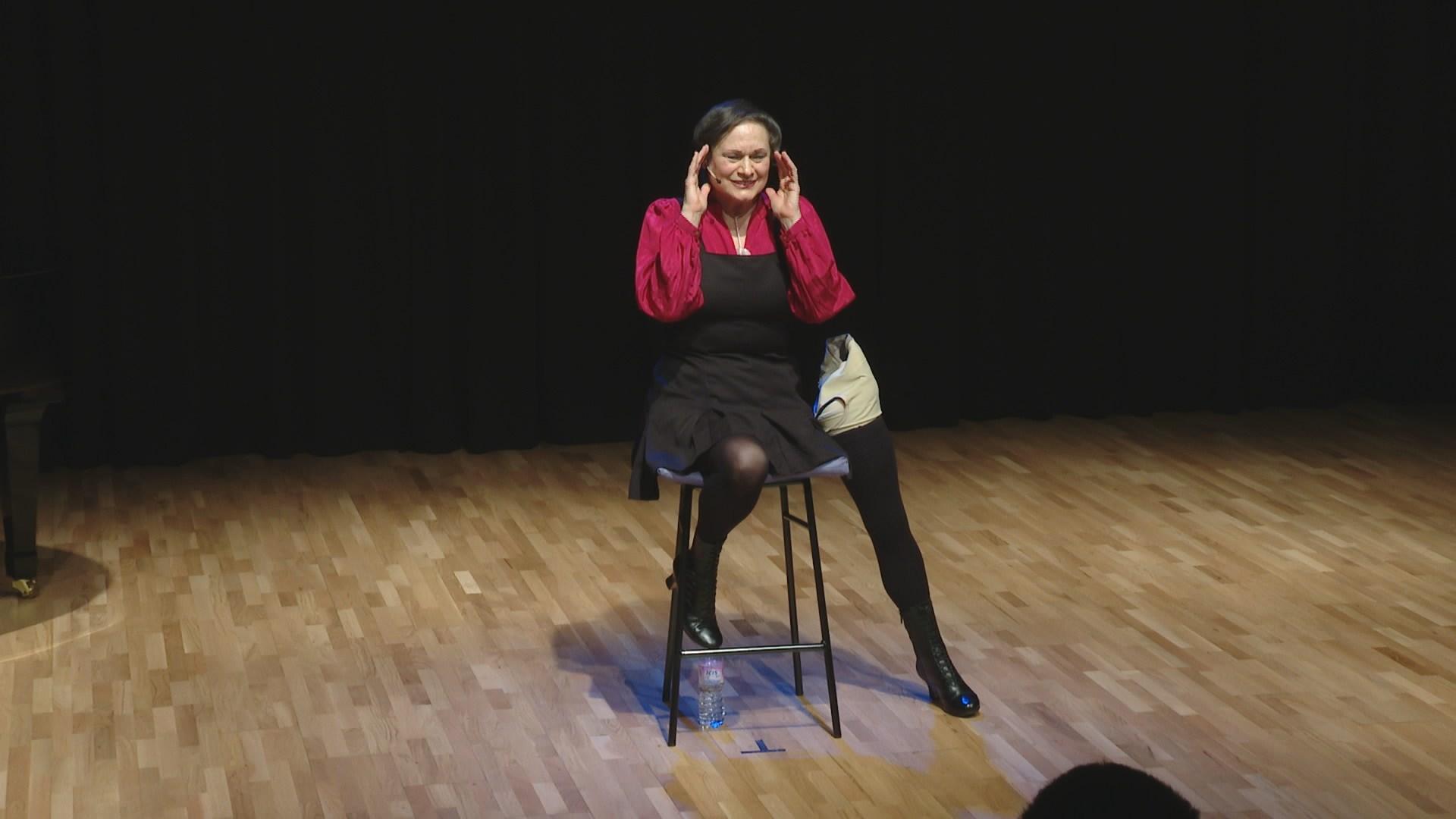 한 발로 춤추는 장애예술가…