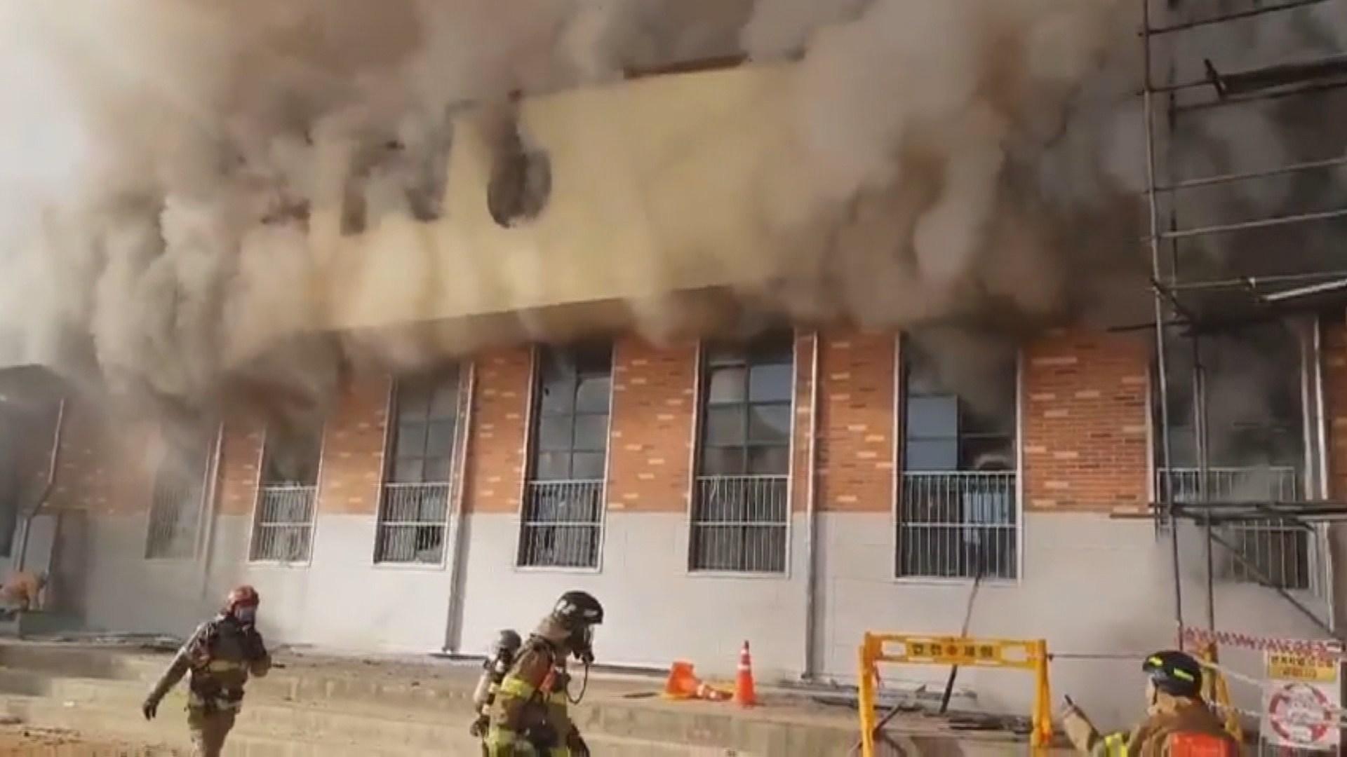 초등학교 강당서 화재…학생 900여명 대피