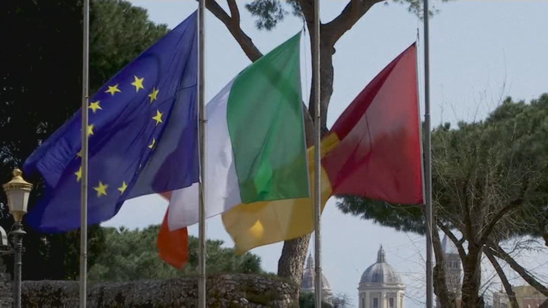 이탈리아 전역에 추모 조기 게양