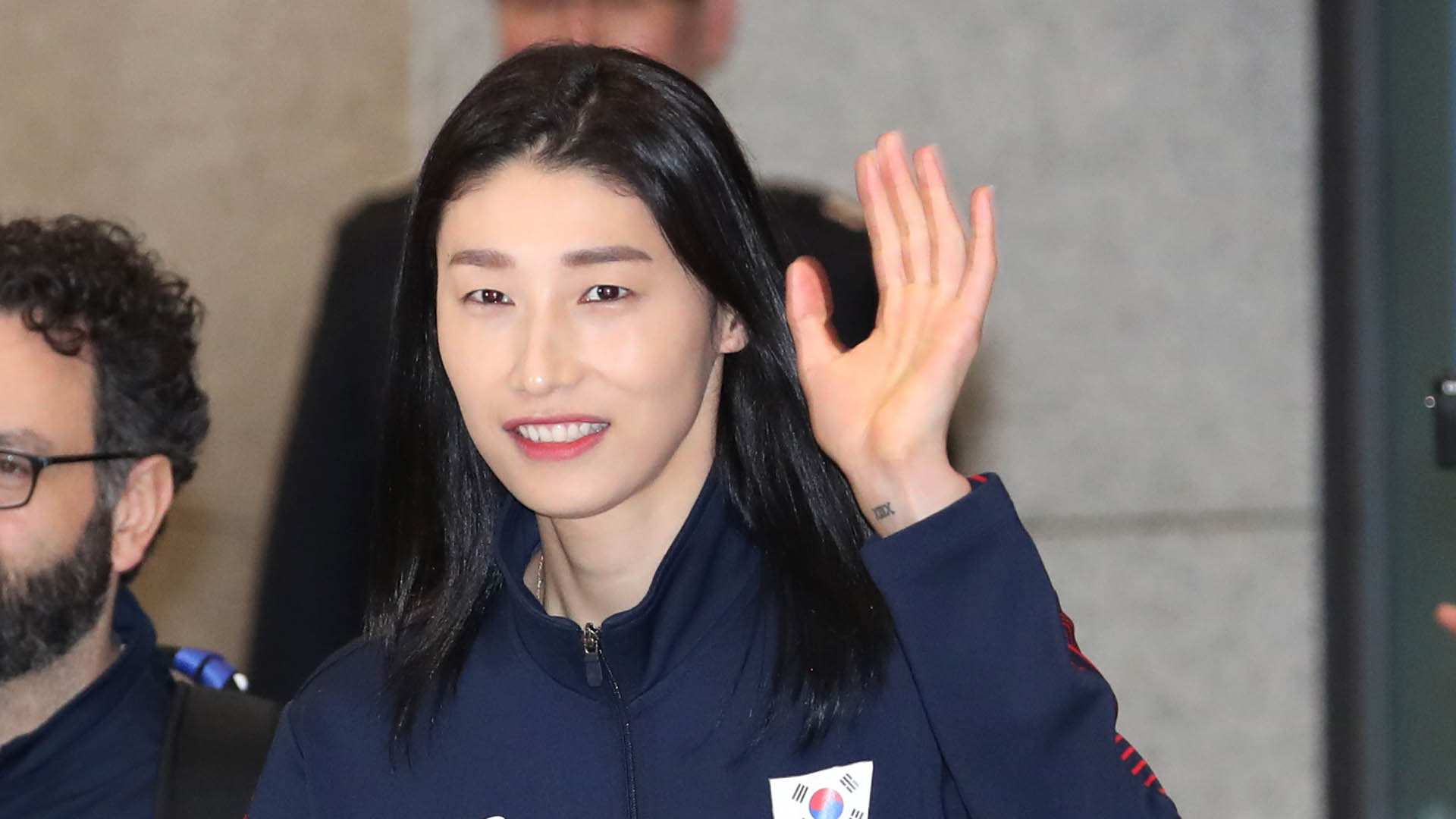 [프로배구] 김연경, 11년 만에 국내 복귀…연봉 3억5천만원