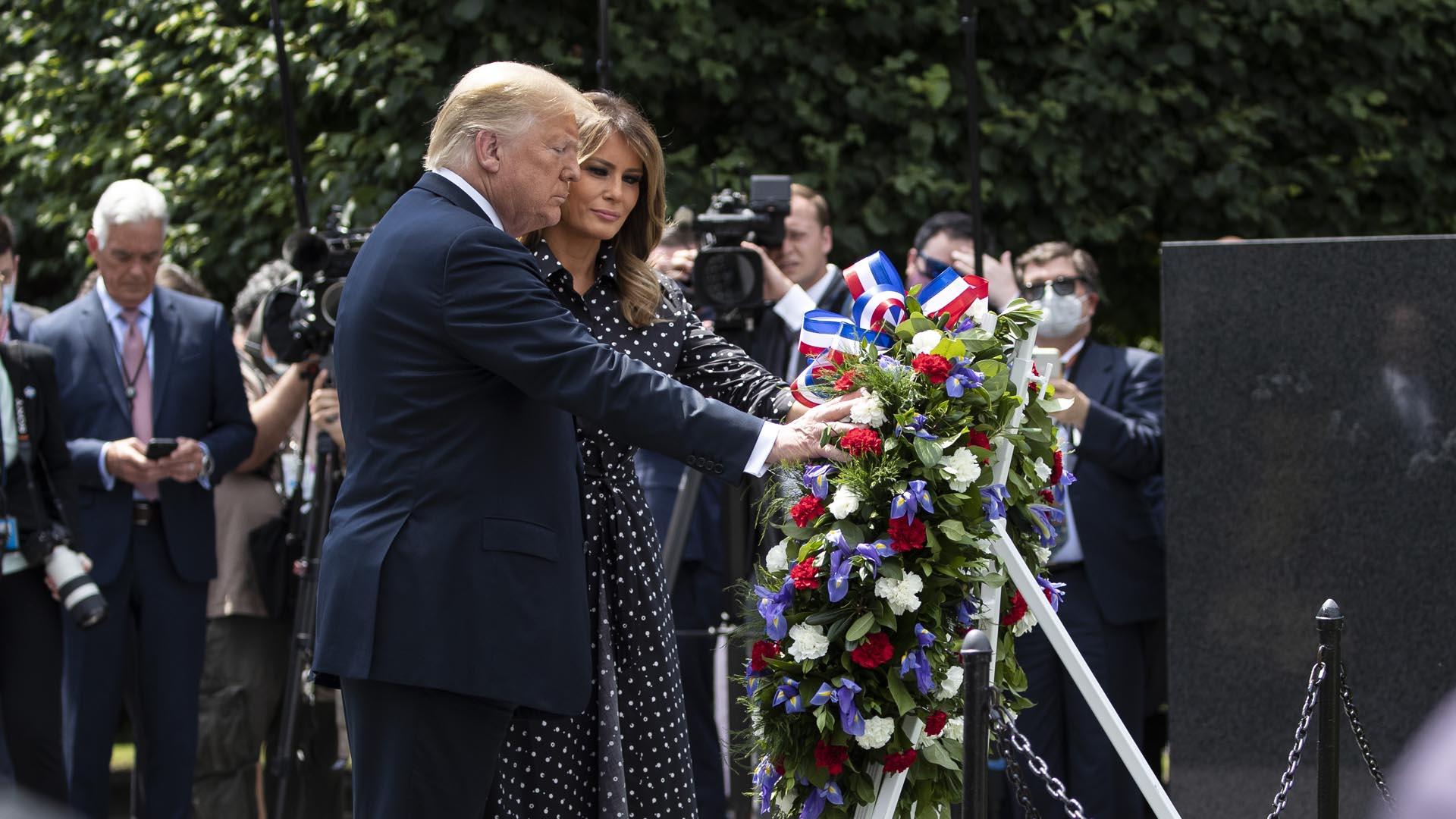 트럼프, 워싱턴 한국전기념비 찾아 헌화