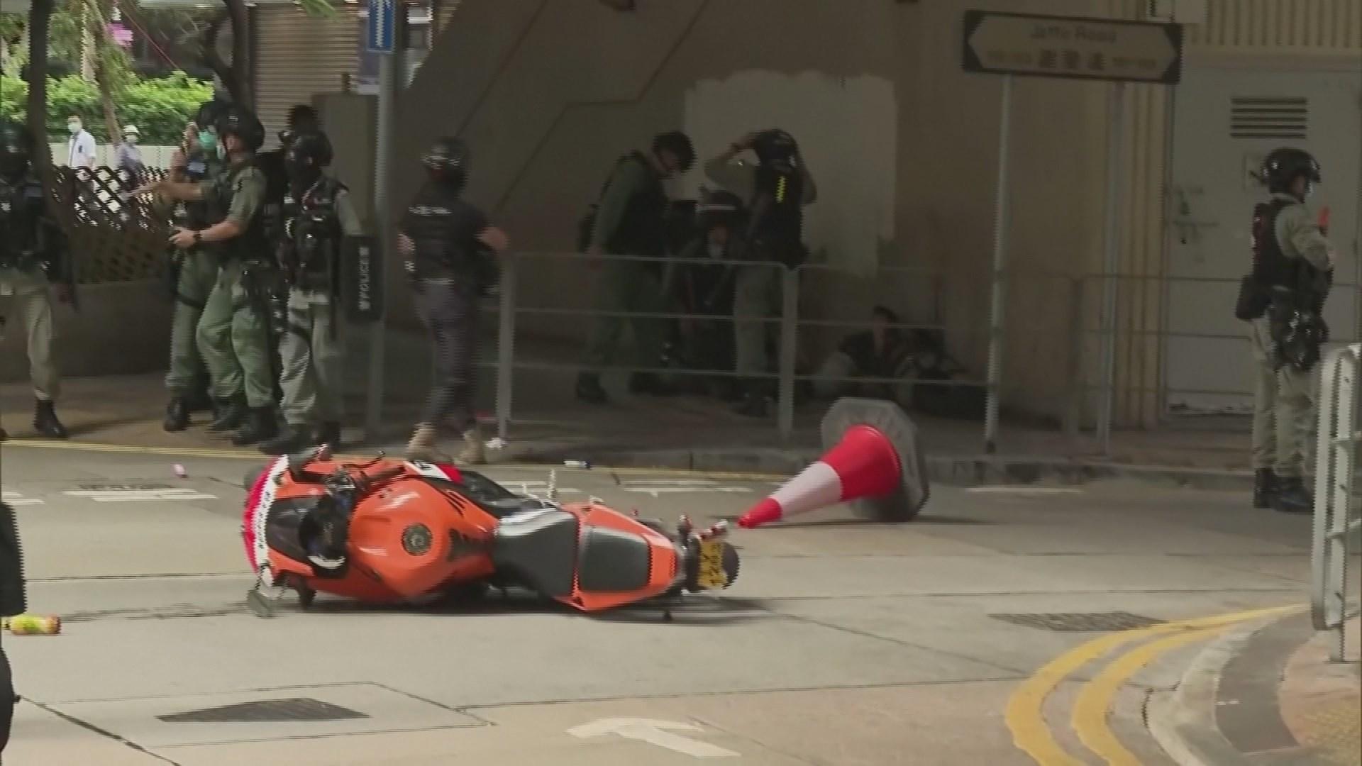 오토바이 몰고 경찰에 돌진…홍콩보안법 첫 기소