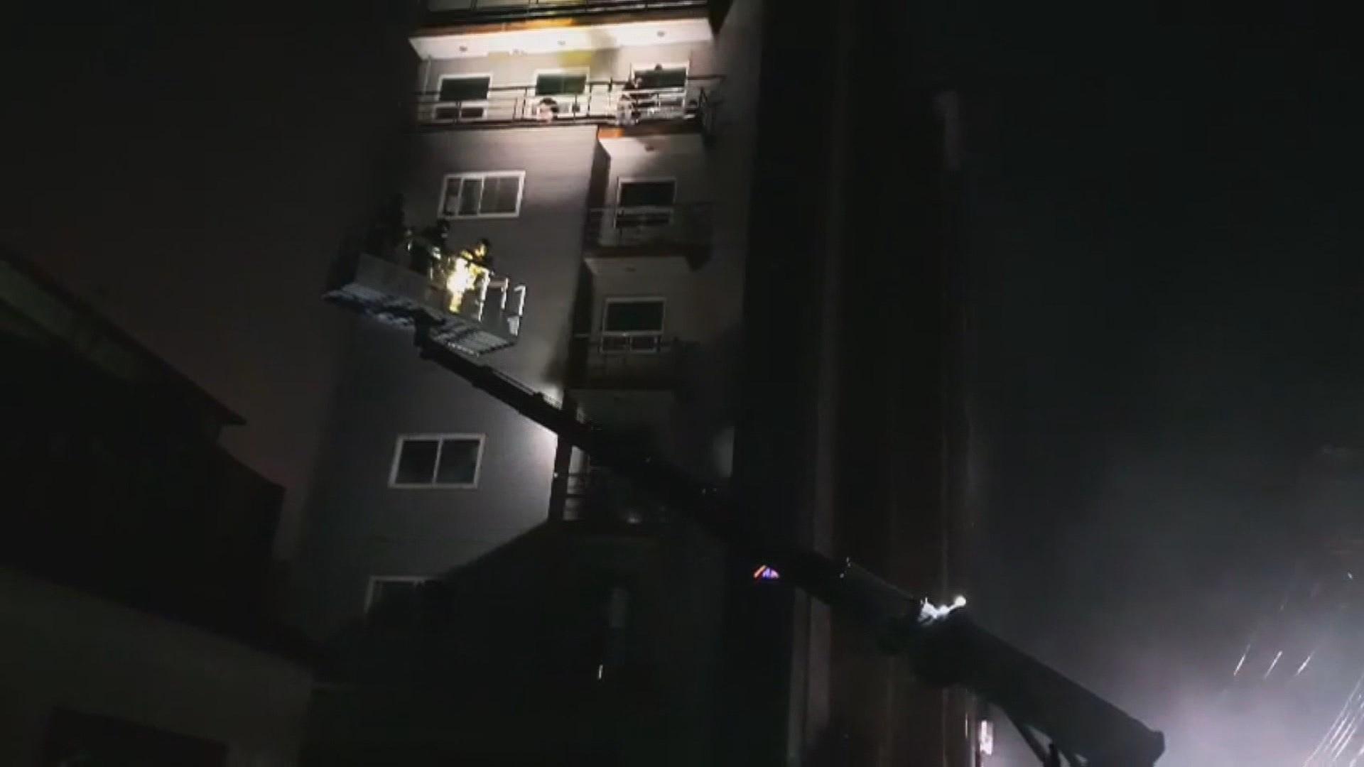 고흥서 병원 불로 30명 사상…밤중에 구조 도운 의인들