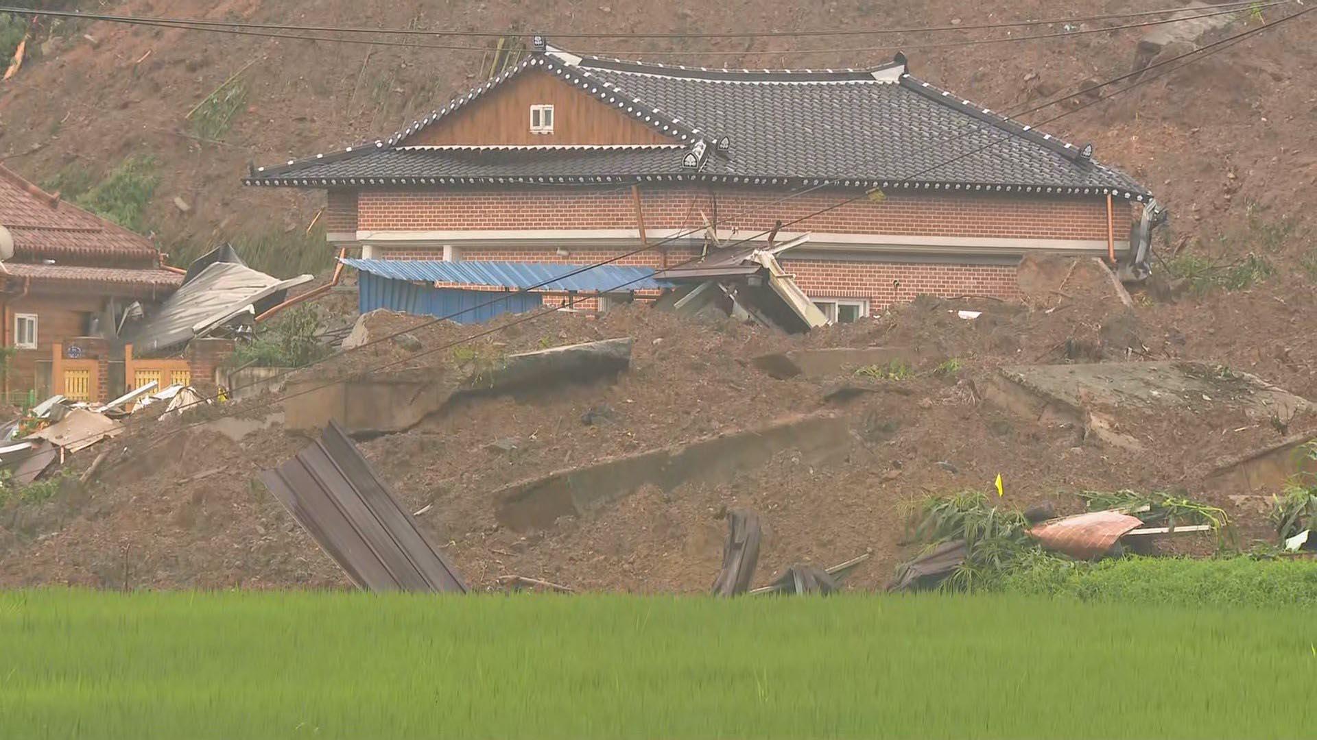 큰 소리 나더니 뒷산 와르르…곡성 산사태로 5명 사망