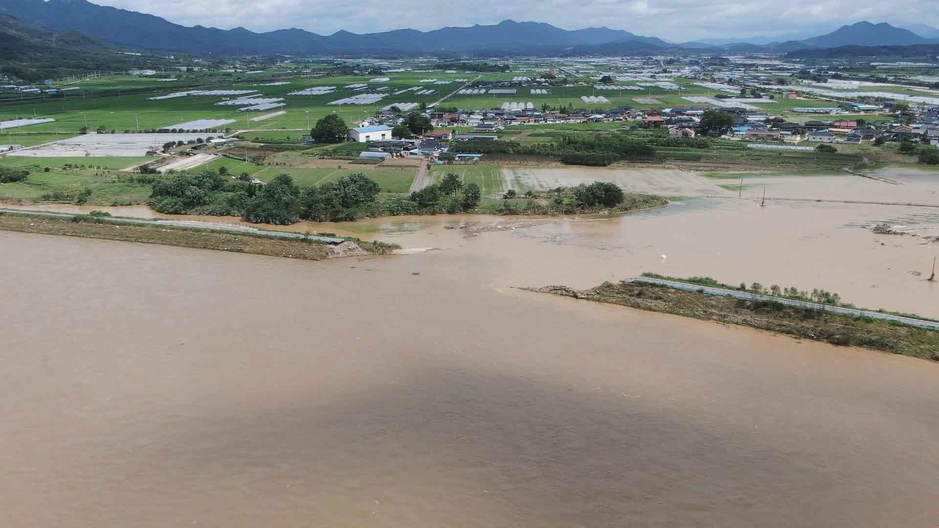 제방 붕괴 섬진강변 마을 침수…폭탄맞은 듯 아수라장