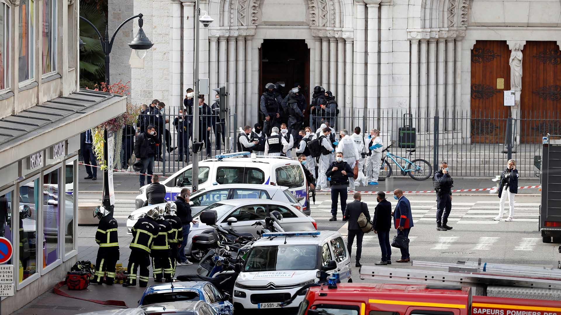 프랑스 니스서 또 흉기 테러…최소 3명 사망, 1명은 참수