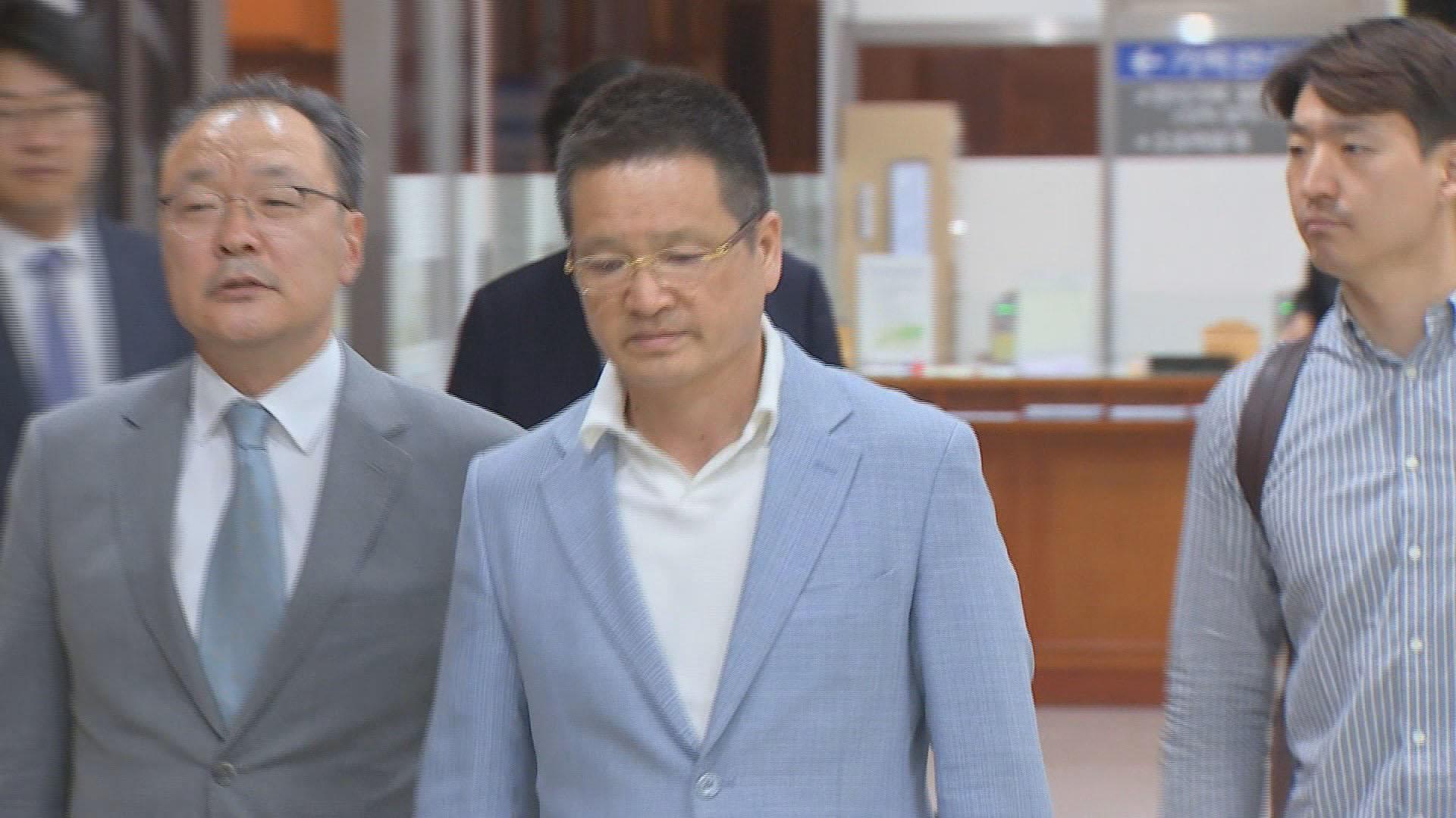 '별장 성접대 의혹' 윤중천, 징역 5년6개월 확정