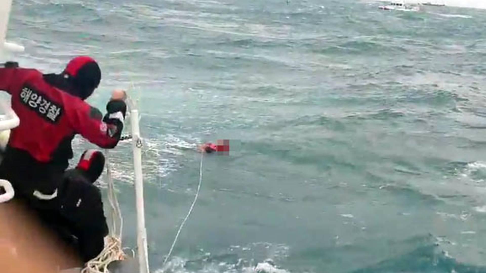 거제 해상서 어선 침몰 3명 실종…수색 작업 난항