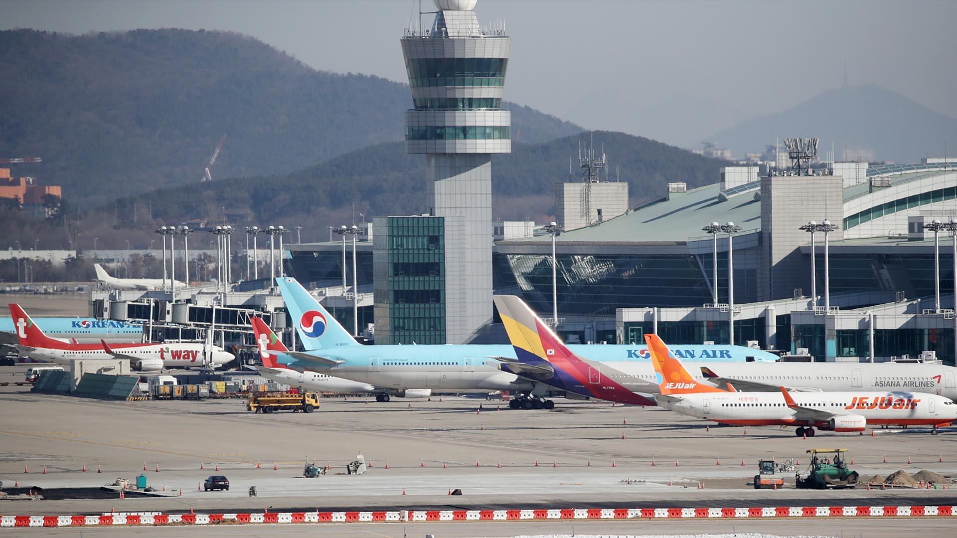 코로나19 확산에 지난해 항공 교통량 50% 감소