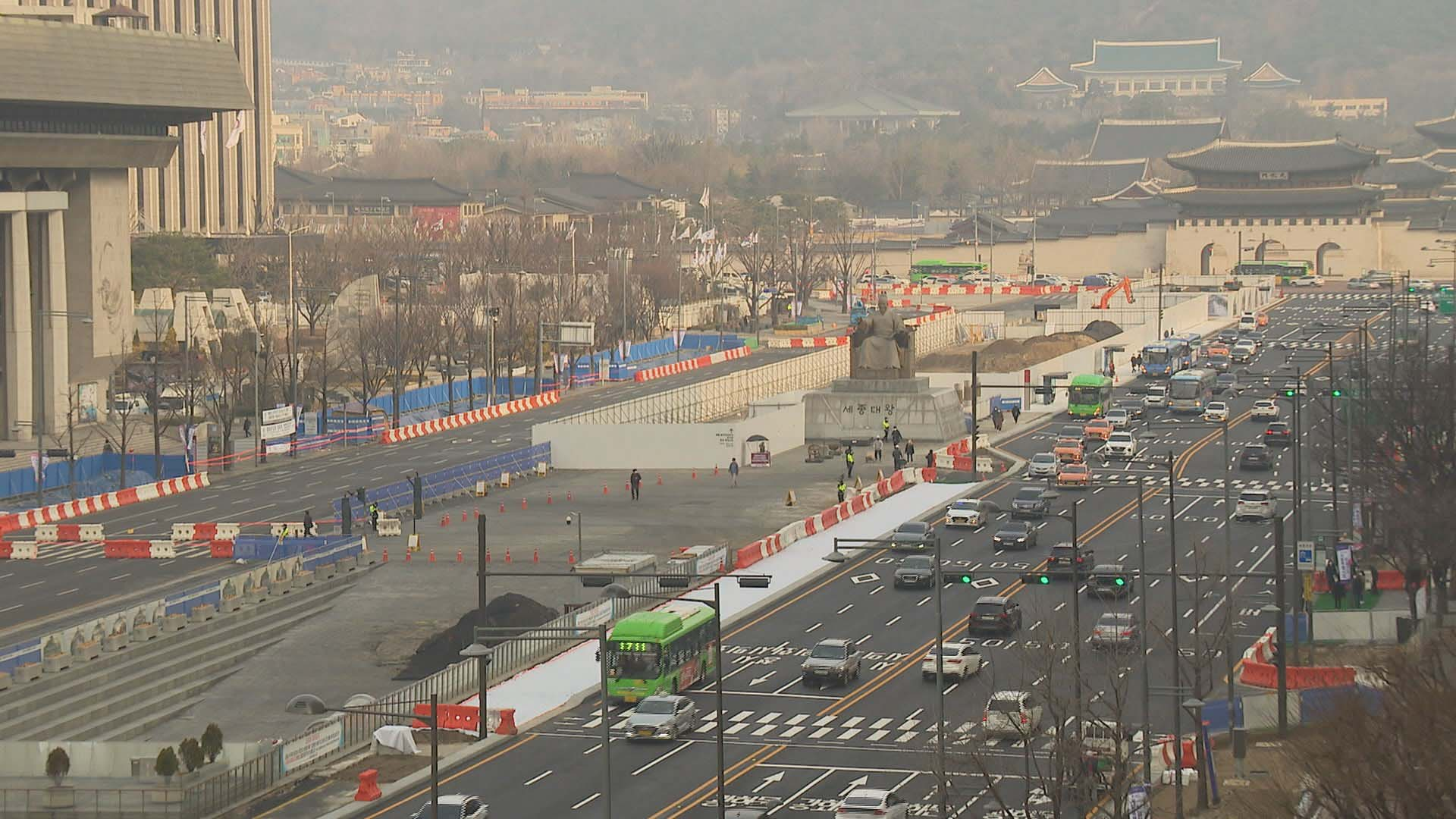 광화문 광장 개편 첫 출근길…일부 구간 정체