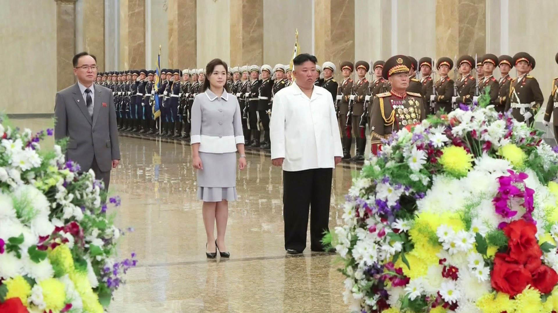 김정은, 김일성 생일에 금수산 참배…'측근 정치' 과시