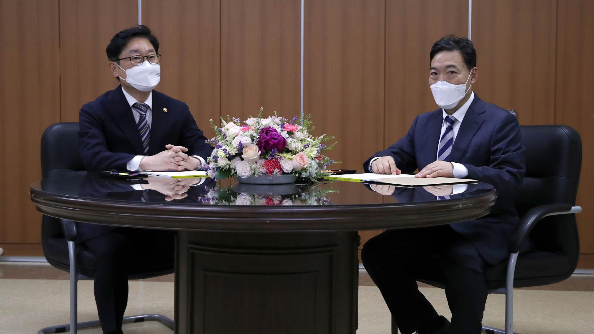 박범계-김오수 휴일 회동…검찰 중간간부 인사 협의