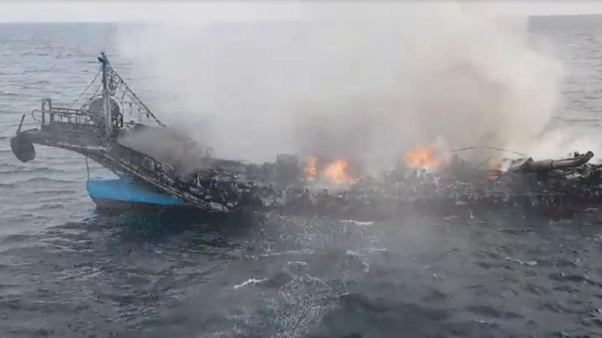 제주 우도 해상서 낚시어선에 불…승선원 16명 모두 구조