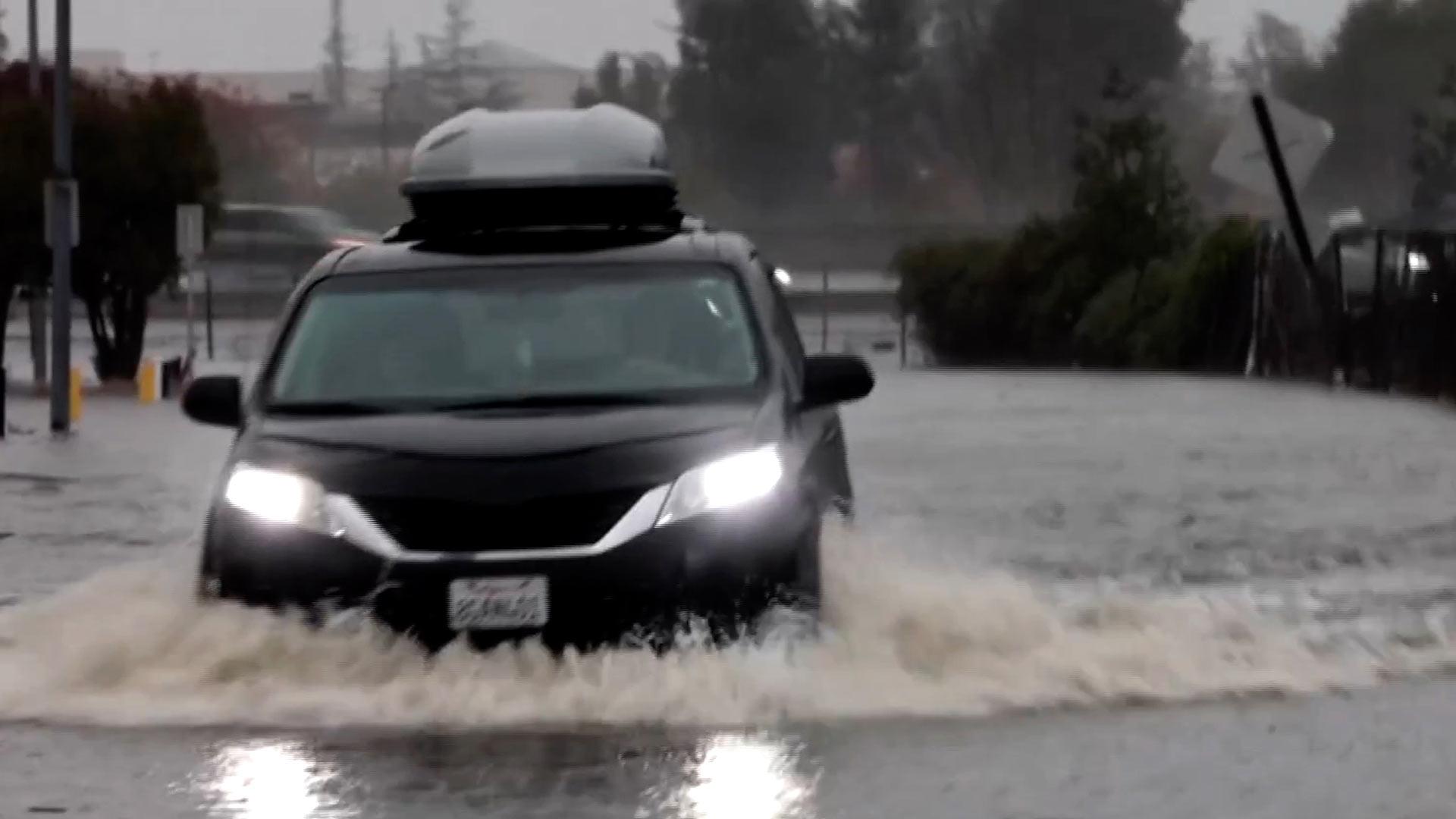 캘리포니아에 역대급 폭우…단전·침수 피해 잇따라