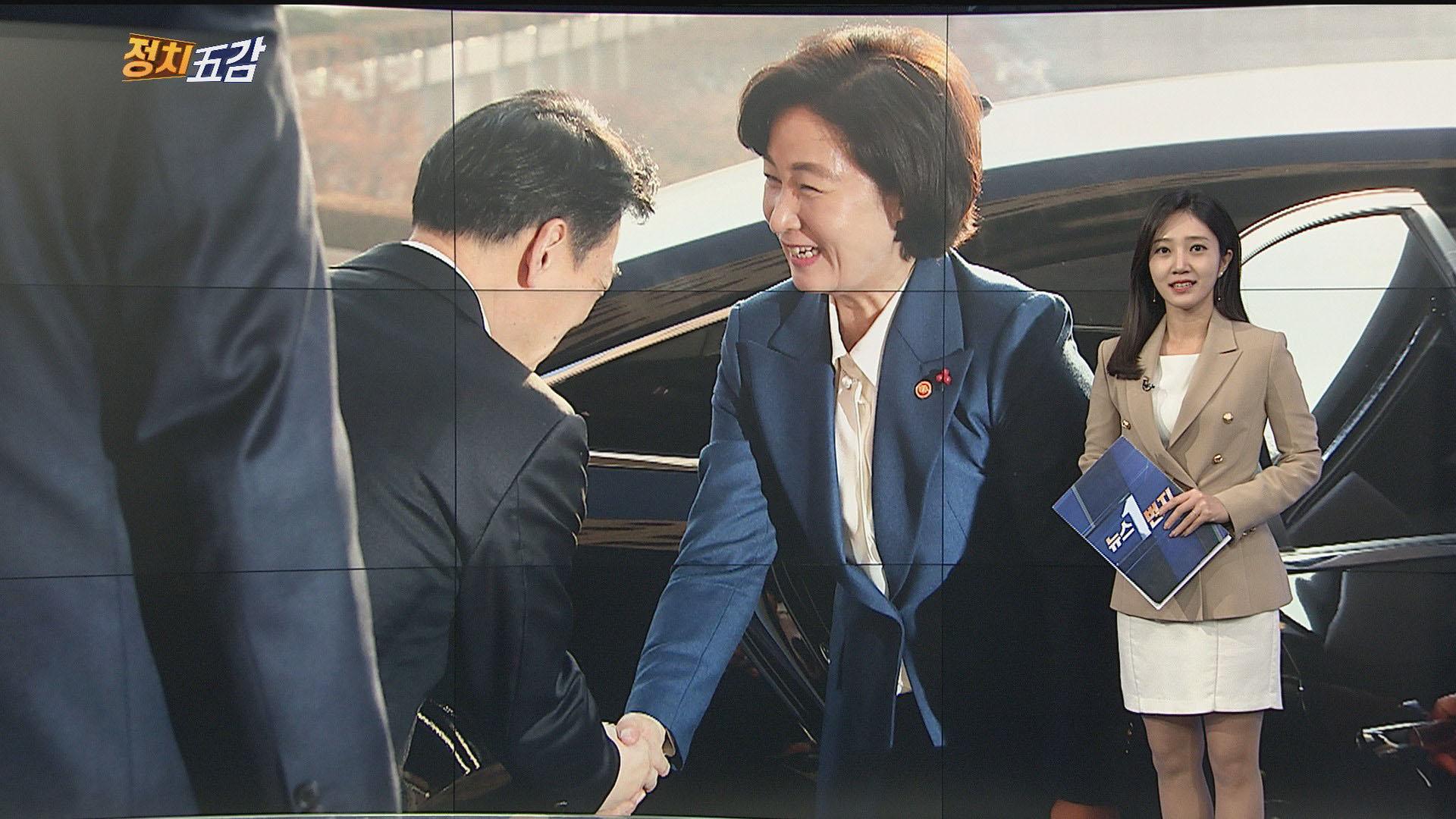 [정치五감] 악수하는 추미애 신임 법무장관·김오수 차관 外