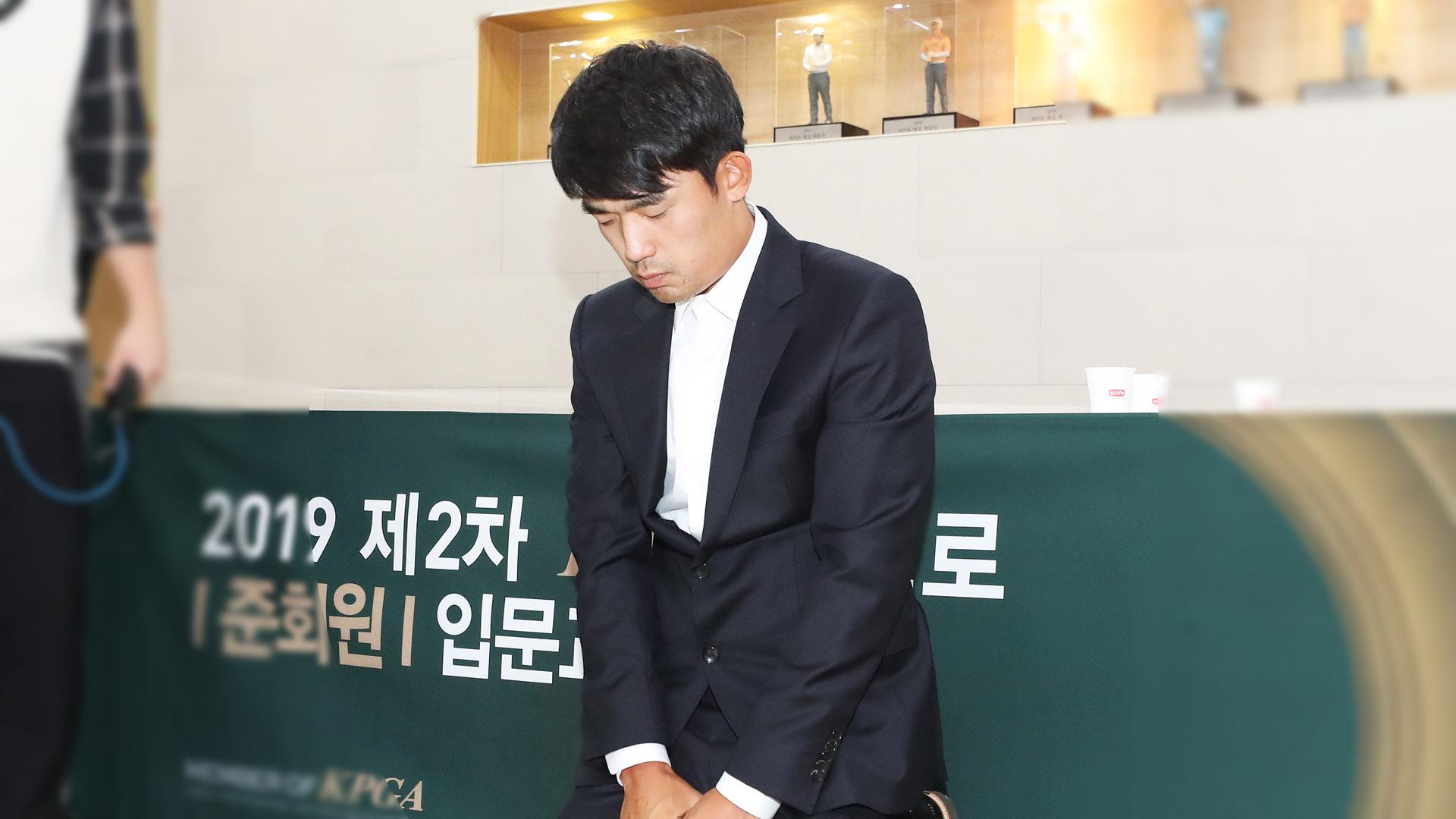 [SNS 핫피플] 손가락 욕설 김비오, 징계 해제 外